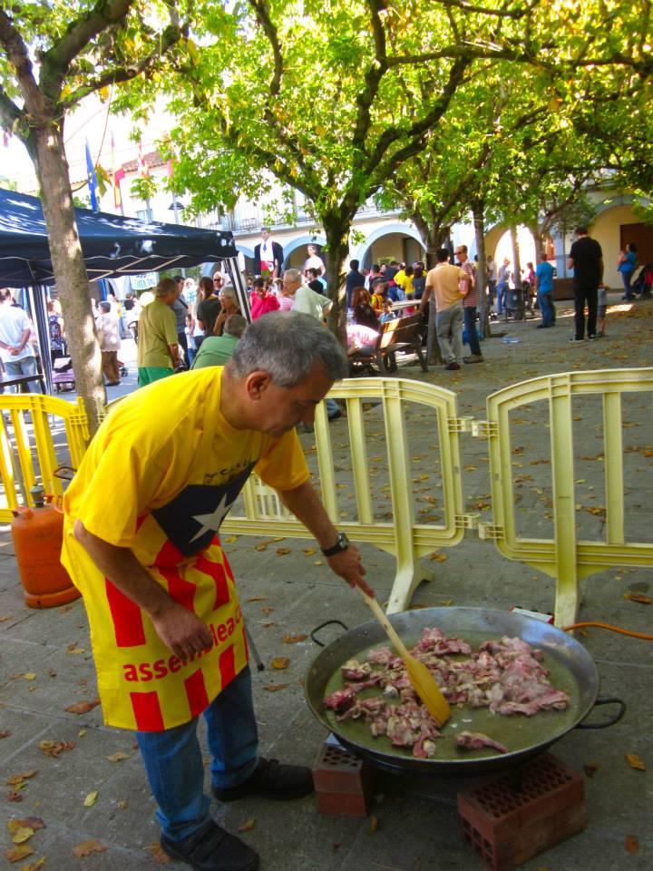 En Jaume Dolent va cuinar un arròs deliciós per 60 persones